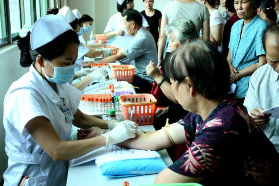 与三甲医院合作,为甜蜜大使做老人专属体检